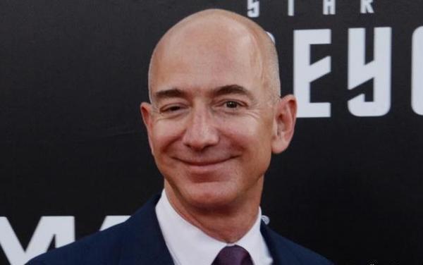 دومین مرد ثروتمند دنیا از مدیرعاملی آمازون کناره گیری می نماید
