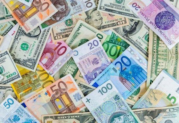 قیمت عمده دلار و یورو در سراشیبی