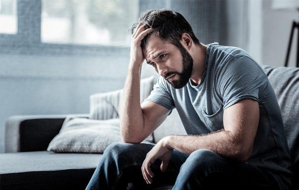چگونه به کسی که از خودکشی صحبت می کند کمک کنیم؟